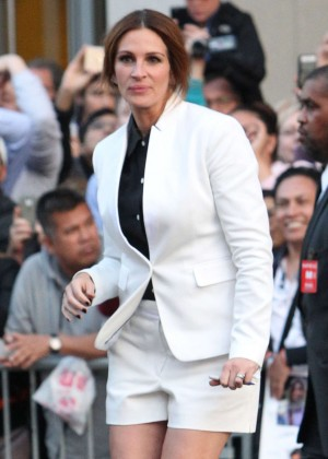 Julia Roberts - Arrives at TCL Chinese Theatre IMAX in Hollywood