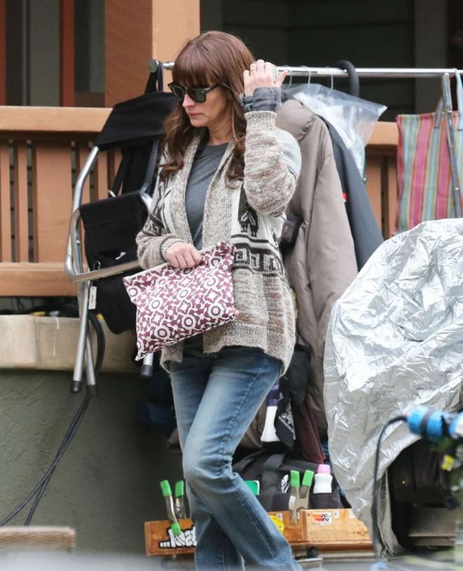 "Julia Roberts – Filming ""The Secret In Their Eyes"" Set in Pasadena"
