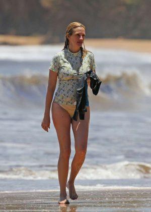 Julia Roberts in Bikini Bottoms in Hawaii