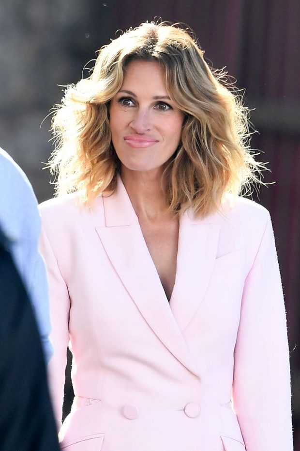 Julia Roberts In Pink Photoshoot For Calzedonia 29 Gotceleb