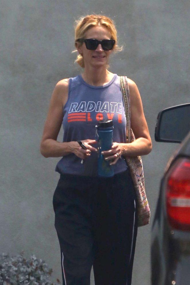 Julia Roberts – Leaving a gym in Malibu