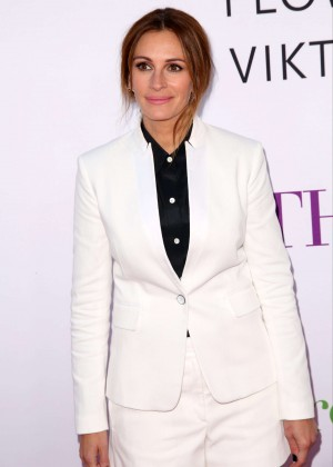 Julia Roberts - 'Mother's Day' Premiere in Hollywood
