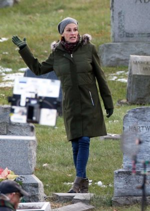Julia Roberts - On set of 'Ben is Back' in Haverstraw