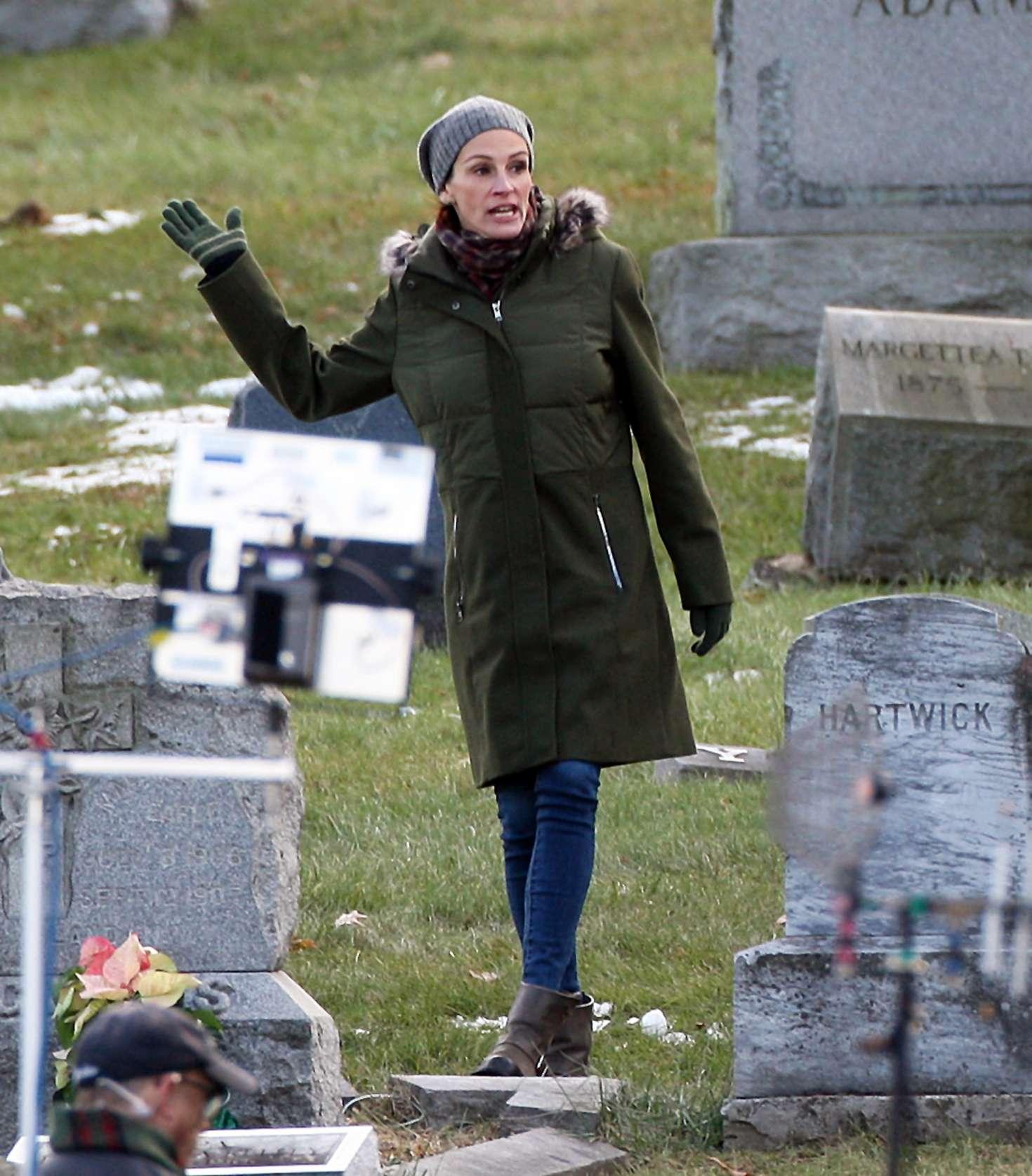 Julia Roberts - On set of 'Ben is Back' in Haverstraw