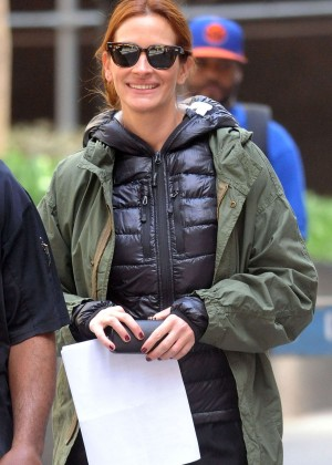 Julia Roberts - On set of 'Money Monster' in NYC