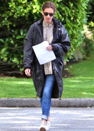Julia Roberts - On Set of 'Wonder' In Vancouver