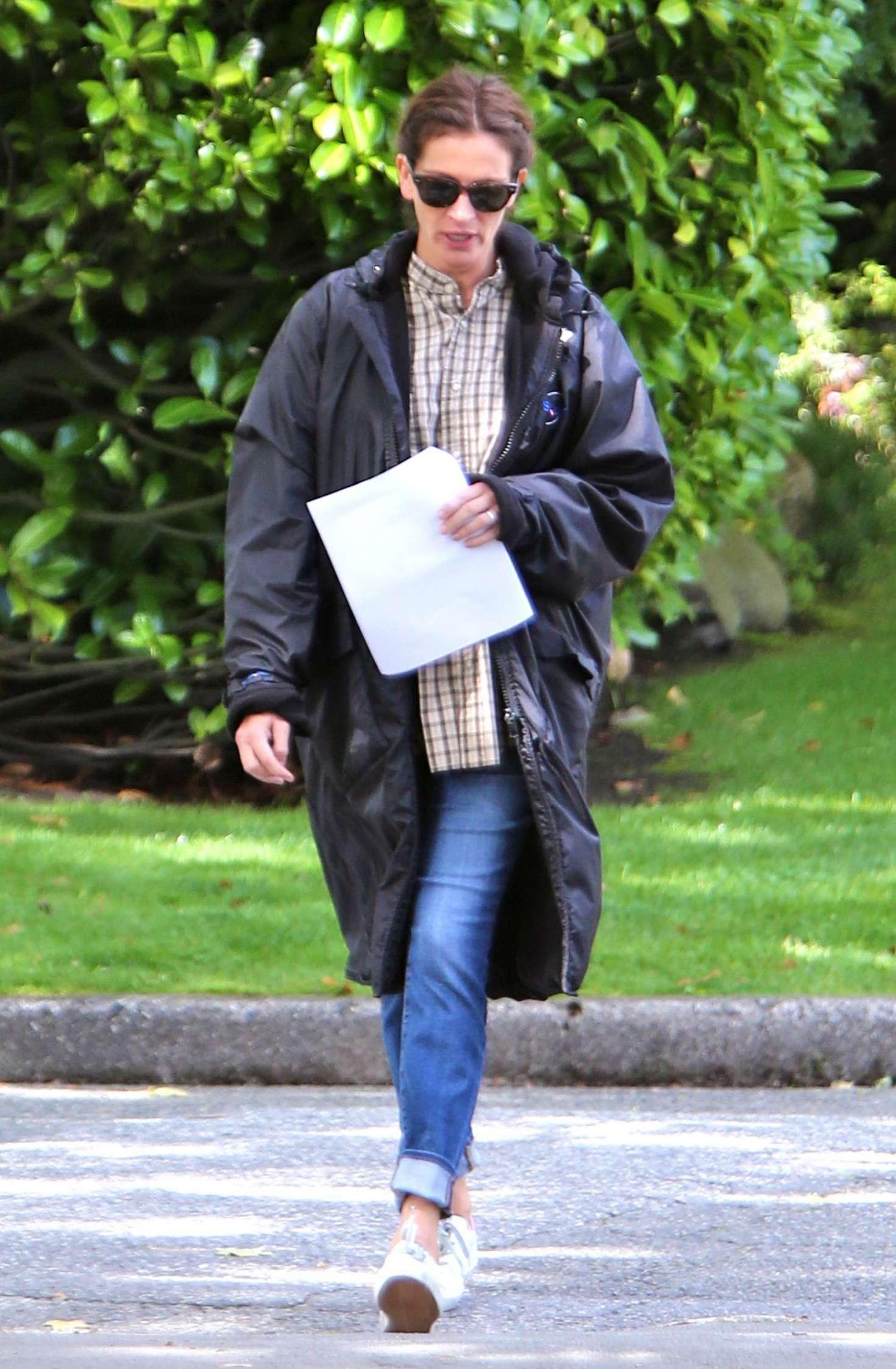 Julia Roberts - On Set of 'Wonder' In Vancouver