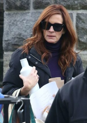 Julia Roberts - On the 'Ben is Back' set in New York City