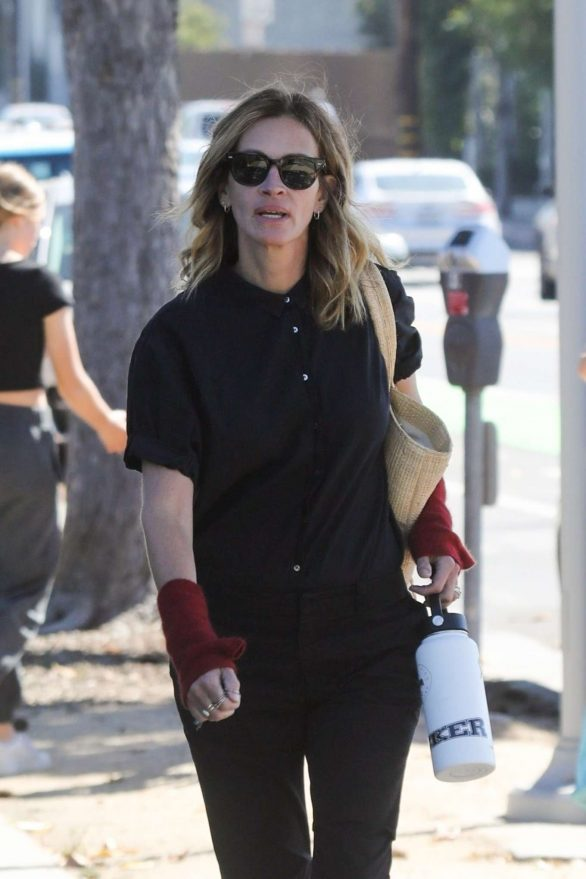 Julia Roberts - Out at skate park in Malibu