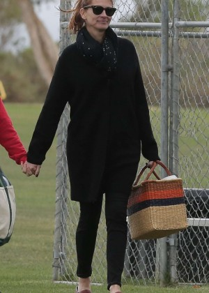 Julia Roberts - Out with family in Malibu