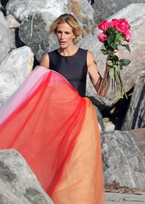 Julia Roberts - Photoshoot on a beach in Malibu