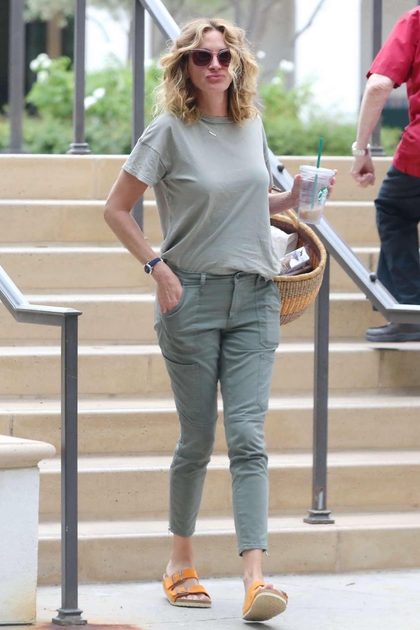 Julia Roberts 2019 : Julia Roberts – Shopping at Starbucks-01