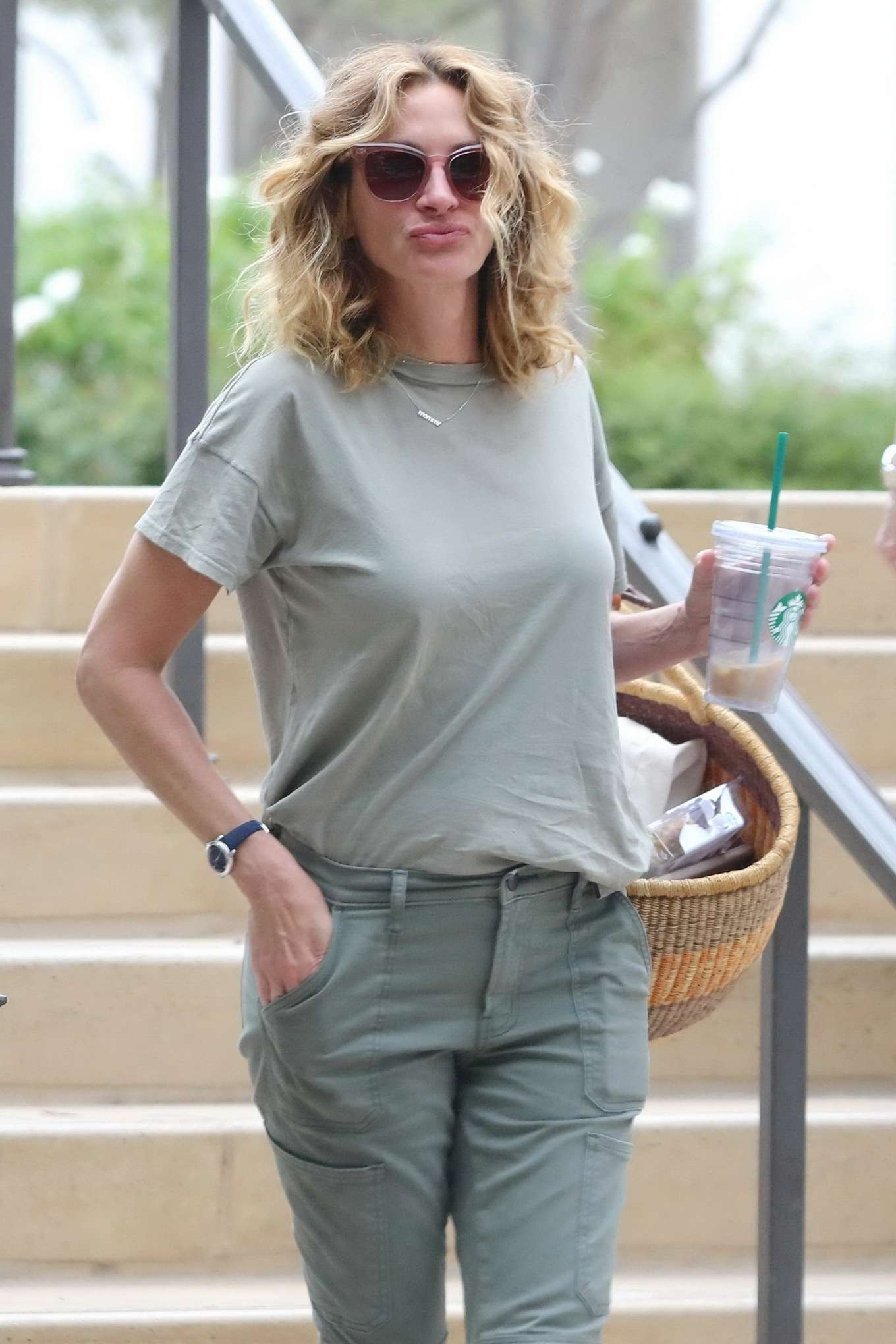Julia Roberts 2019 : Julia Roberts – Shopping at Starbucks-04