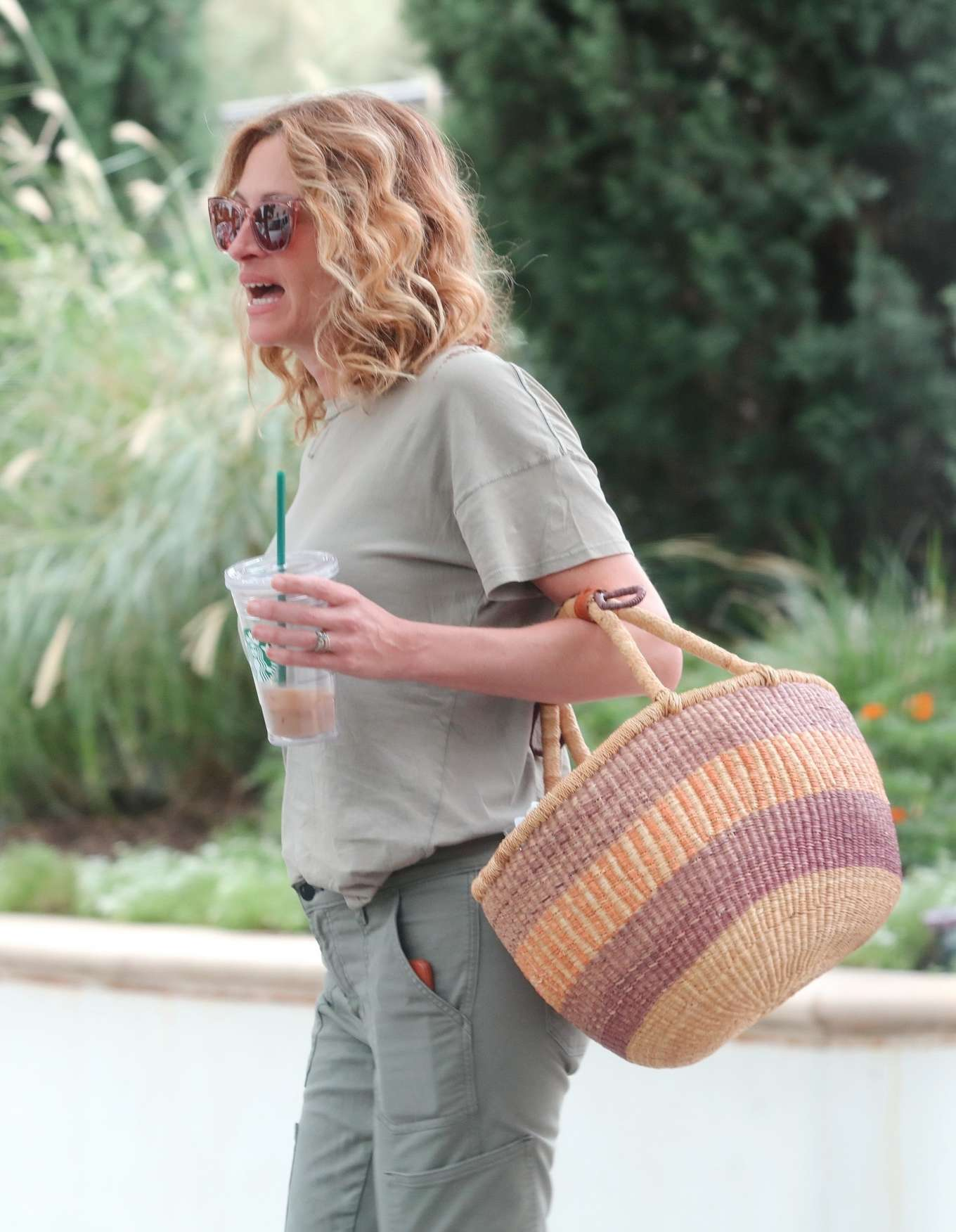 Julia Roberts 2019 : Julia Roberts – Shopping at Starbucks-15