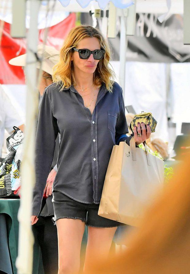 Julia Roberts: Shopping at the Farmers Market -03
