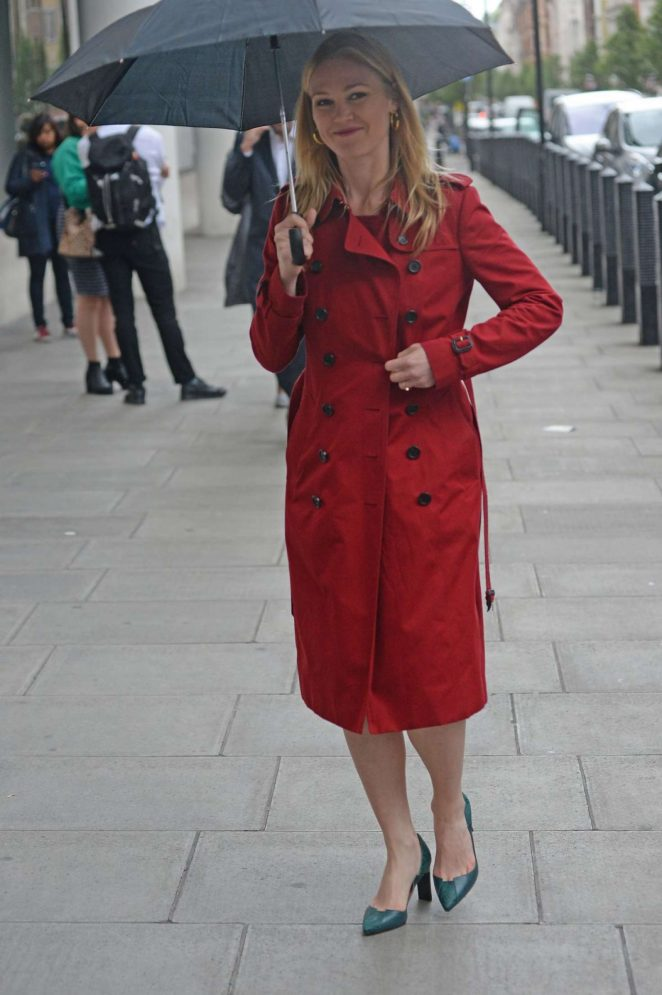 Julia Stiles - Arrives at BBC Radio 1 in London