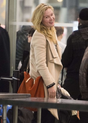 Julia Stiles - JFK Airport in NYC