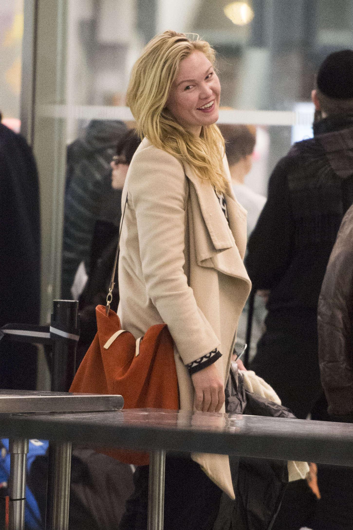 Julia Stiles - JFK Airport in NYC