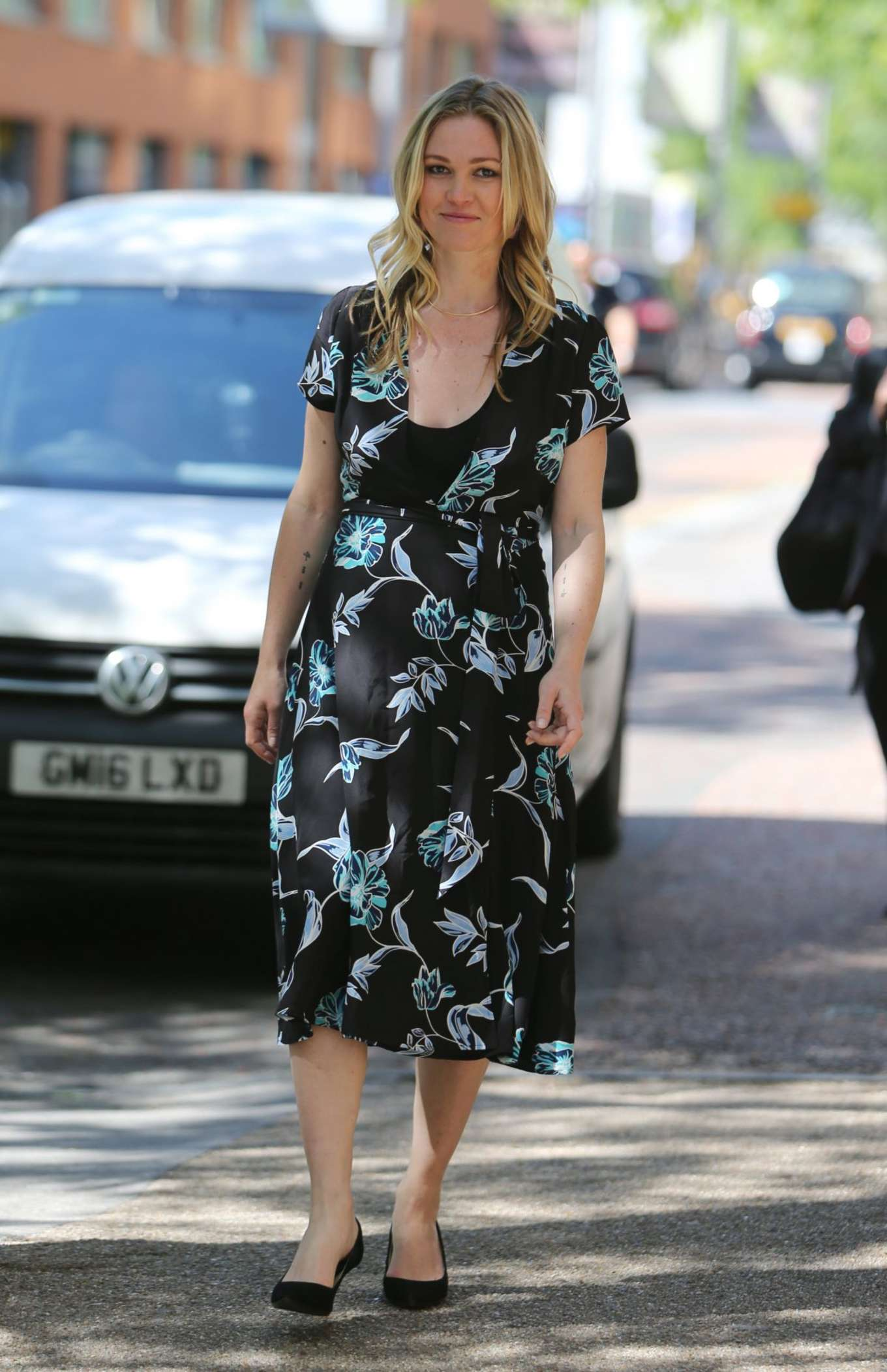 Julia Stiles 2017 : Julia Stiles: Leaves ITV Studios -01