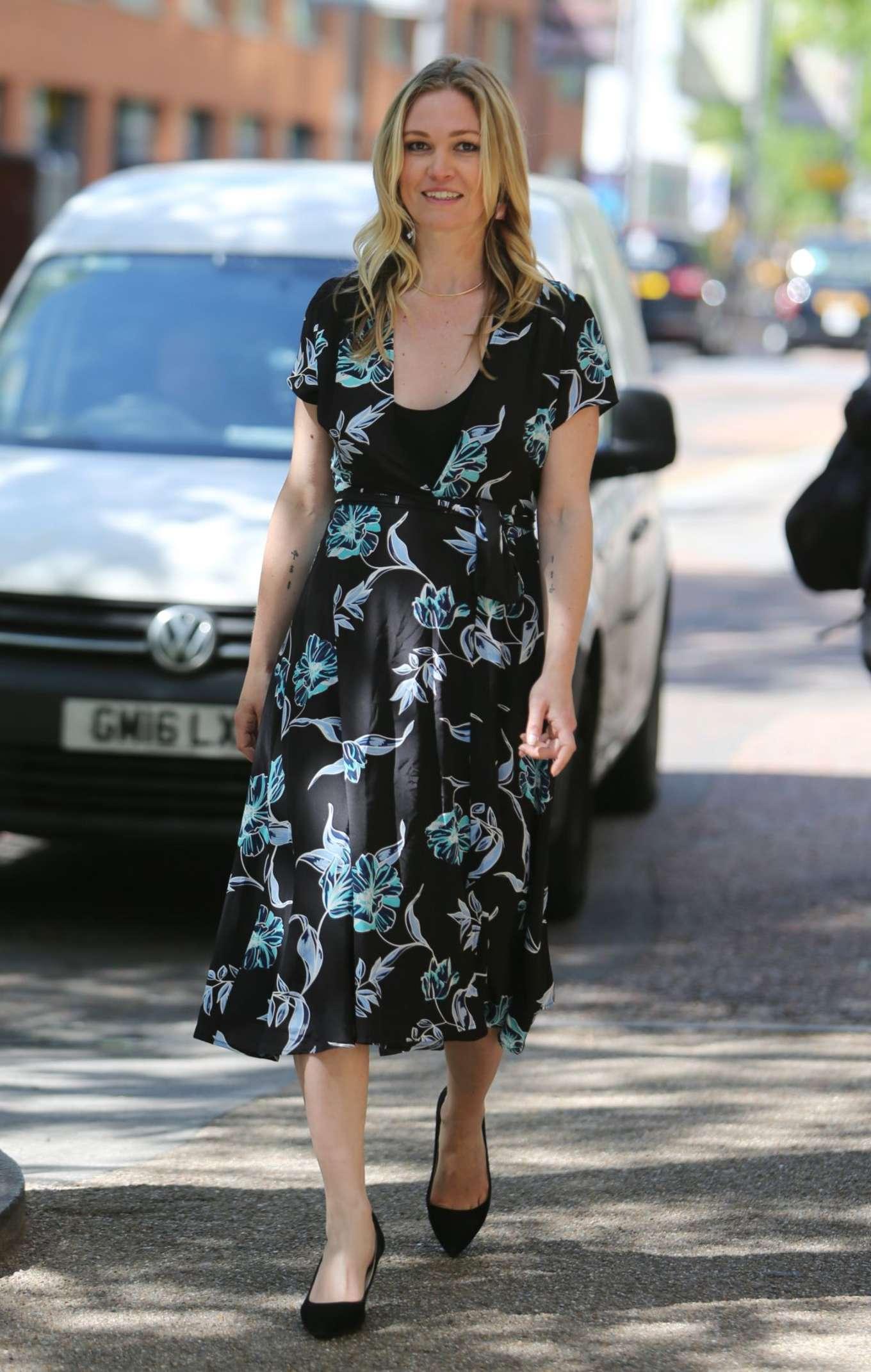 Julia Stiles 2017 : Julia Stiles: Leaves ITV Studios -03