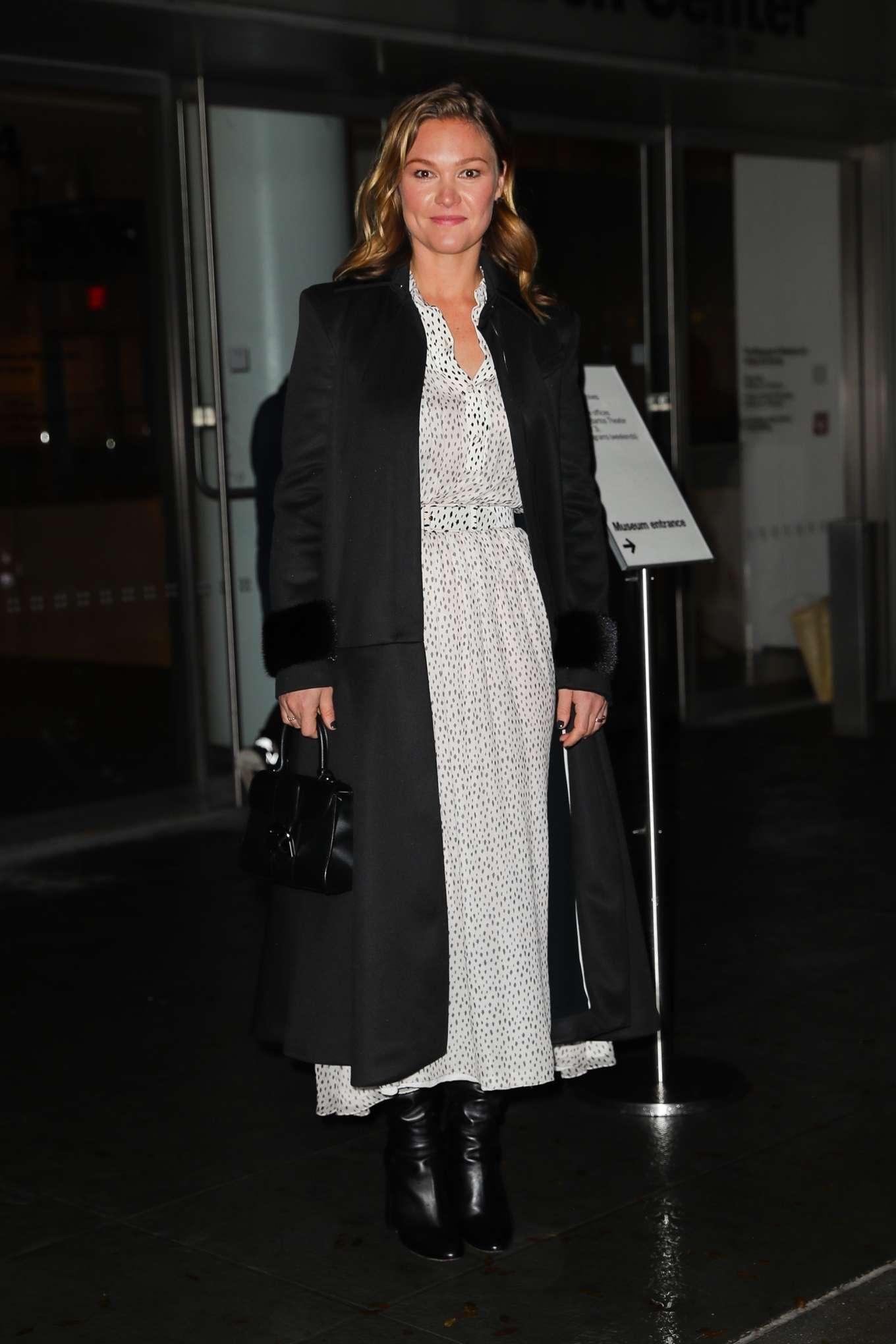 Julia Stiles – Leaving the Hustlers in New York-02