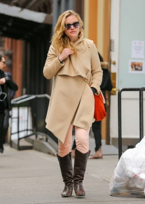 Julia Stiles: Out in NYC -02