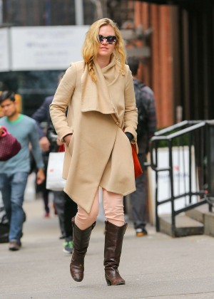 Julia Stiles: Out in NYC -03