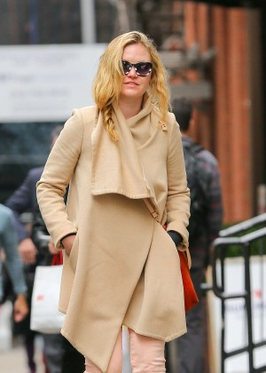 Julia Stiles: Out in NYC -04