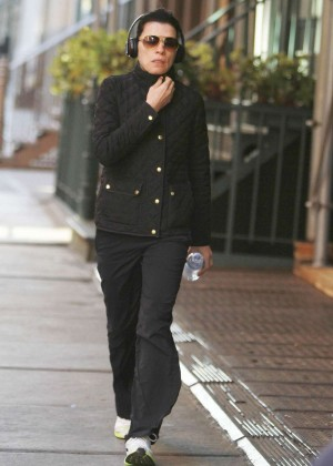 Julianna Margulies: Walking in NY -01