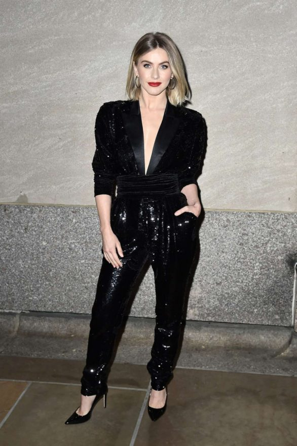 Julianne Hough - 87th Annual Rockefeller Center Christmas Tree Lighting Ceremony in NYC