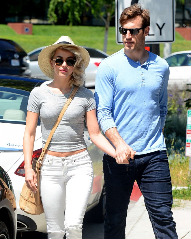 Julianne Hough and Brooks Laich Leave Cafe Zinque -01