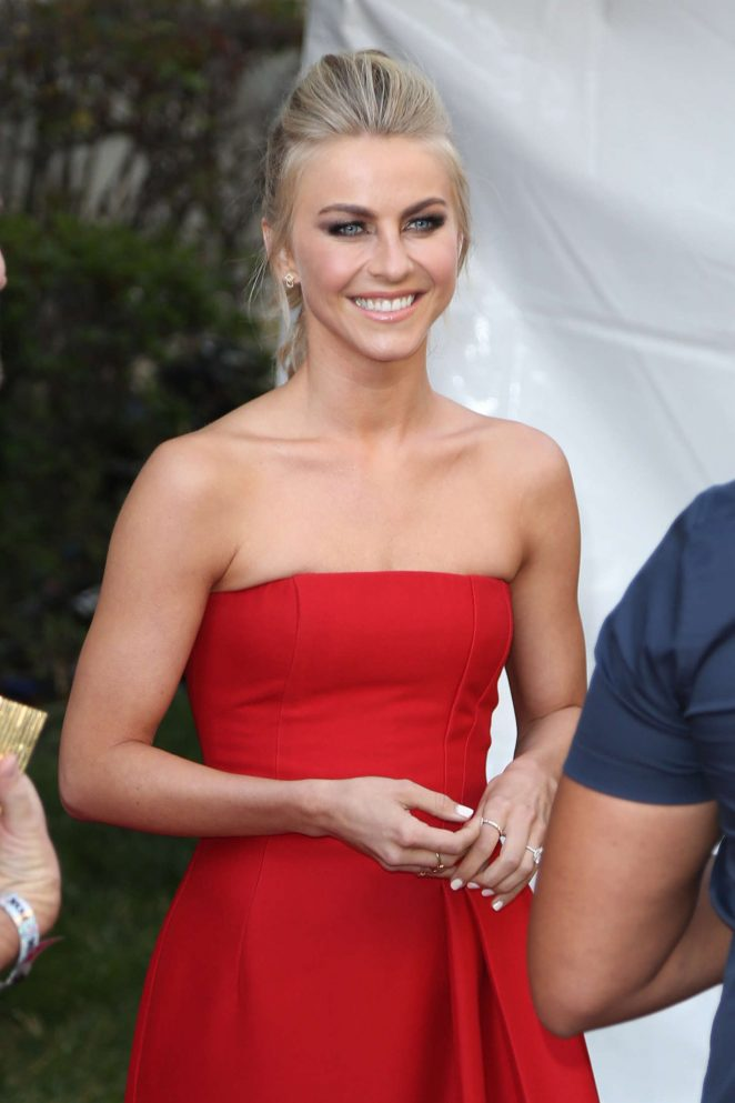 Julianne Hough – Arrives at the 'Grease: Live For Your Consideration' in Hollywood