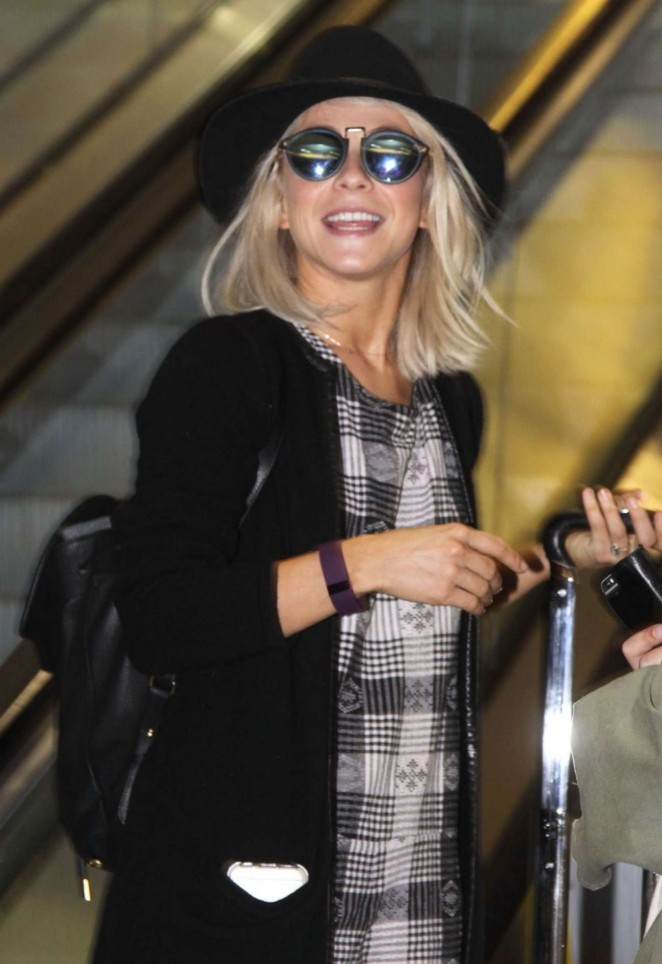 Julianne Hough at Washington Reagan National Airport