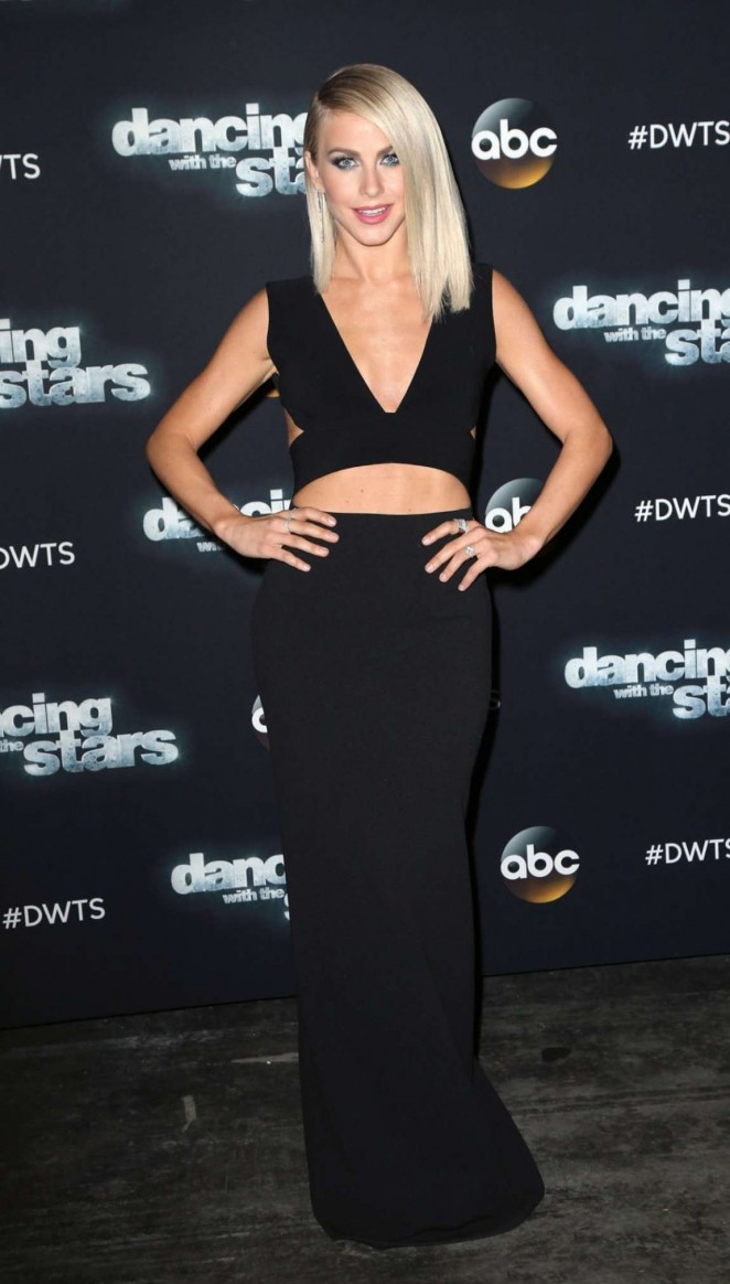 Julianne Hough At Dancing With The Stars Season 21 17