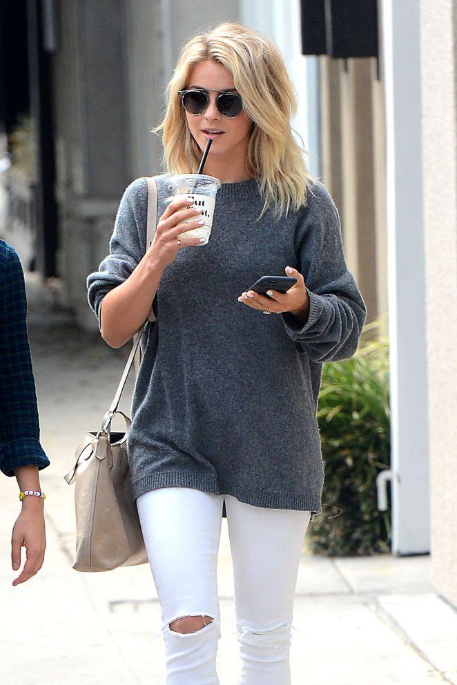 http://www.gotceleb.com/wp-content/uploads/photos/julianne-hough/in-white-ripped-jeans-in-west-hollywood/Julianne-Hough-in-White-Ripped-Jeans--09-662x993.jpg Julianne