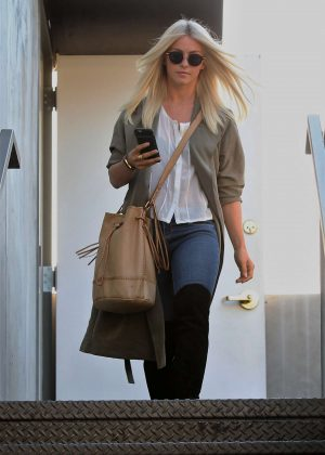 Julianne hough leaving at 901 hair salon in west hollywood for 901 salon west hollywood