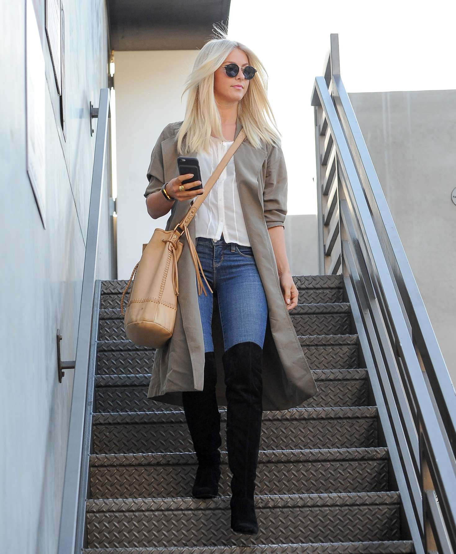 Julianne hough leaving at 901 hair salon 07 gotceleb for 901 salon beverly hills