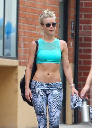 Julianne Hough in Tights Leaving the Gym in Beverly Hills