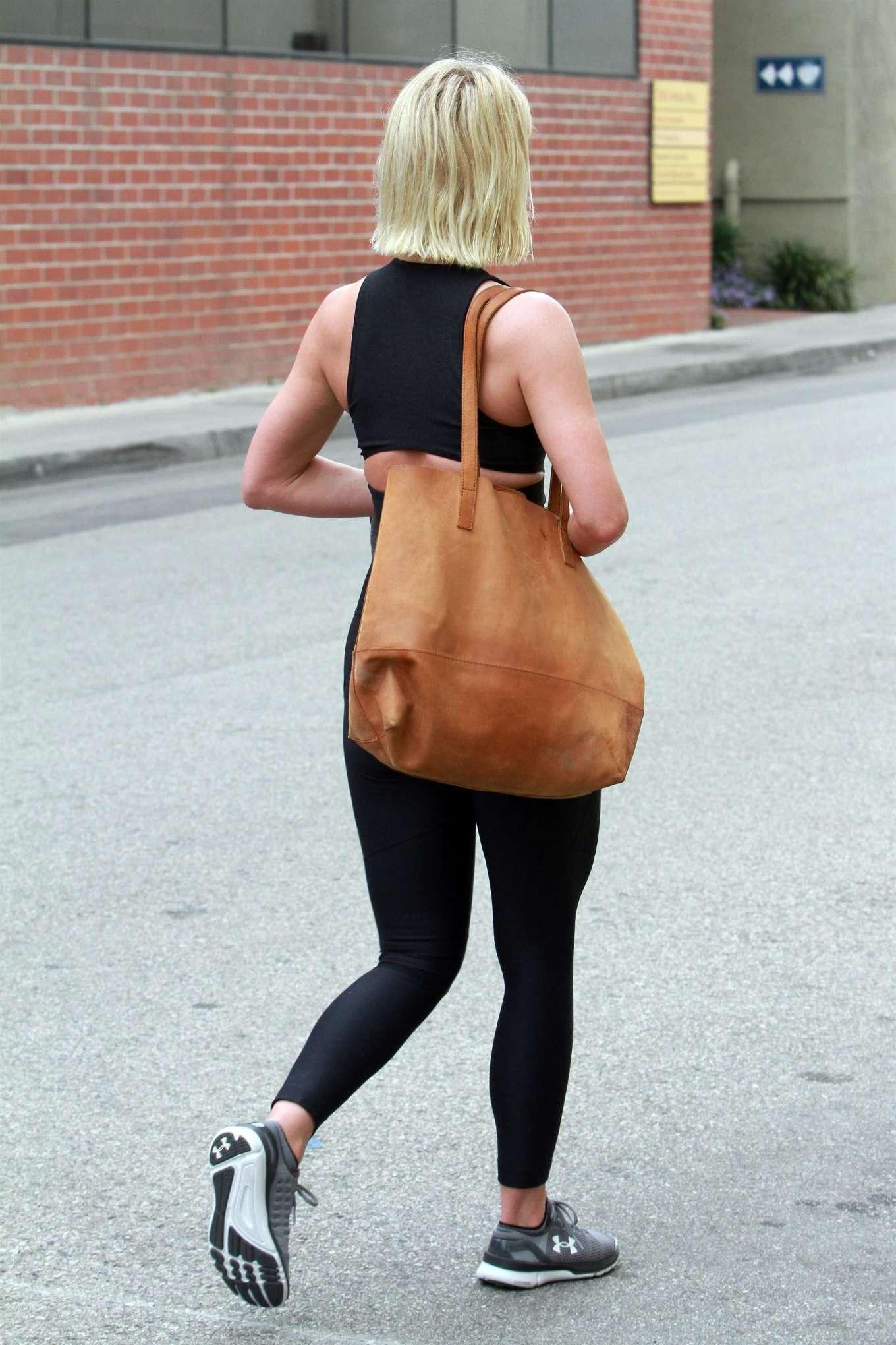 Julianne Hough 2019 : Julianne Hough: Leaving the gym in LA -01