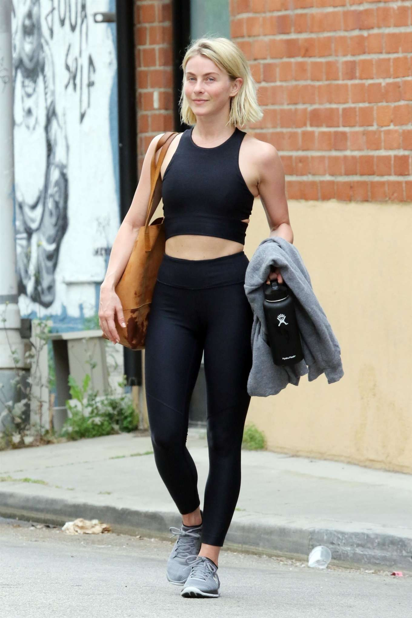 Julianne Hough 2019 : Julianne Hough: Leaving the gym in LA -05