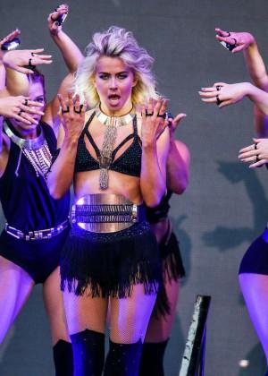 Julianne Hough: Move Live Tour -07