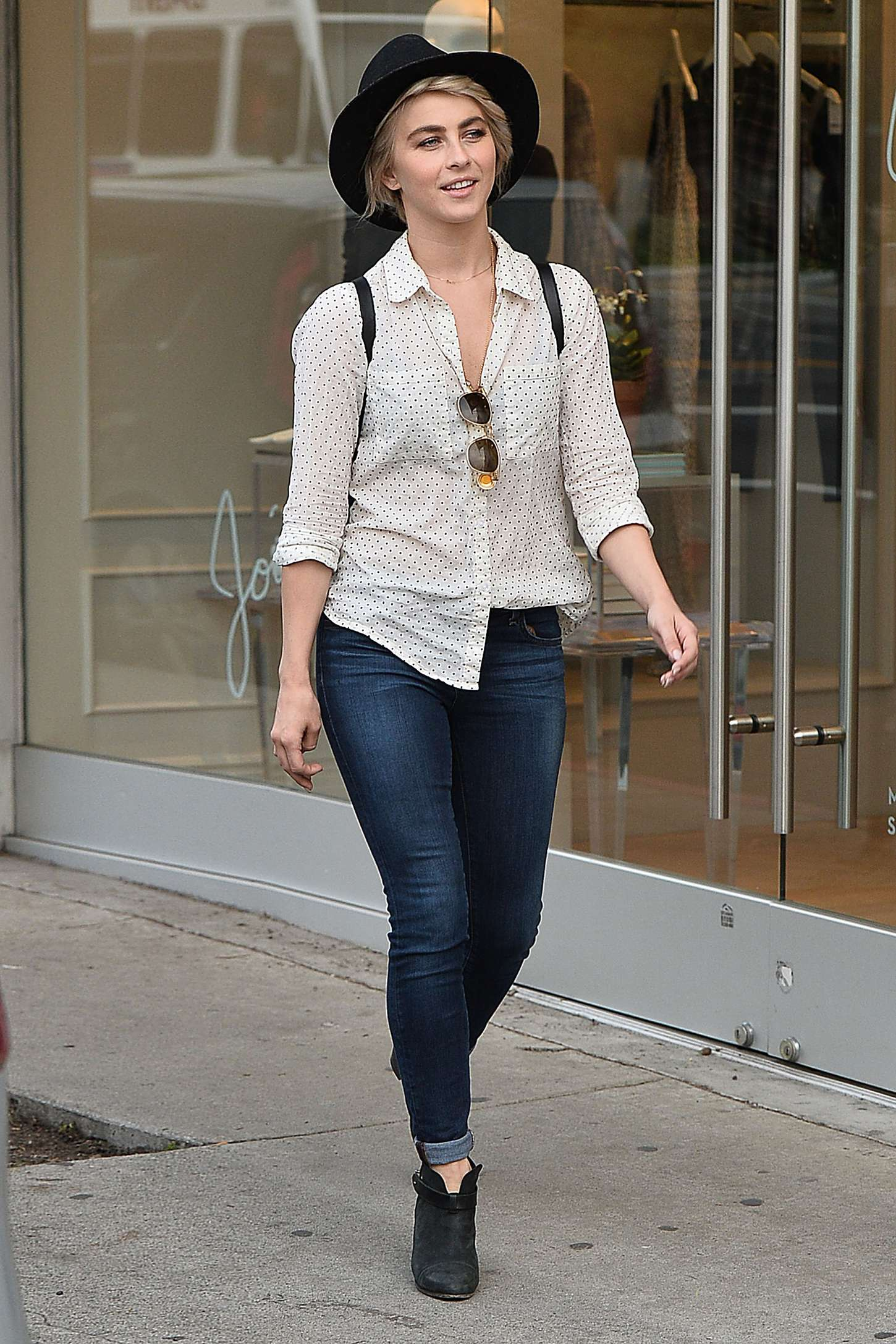 http://www.gotceleb.com/wp-content/uploads/photos/julianne-hough/out-and-about-in-los-angeles/Julianne-Hough-in-Tight-Jeans--07.jpg Julianne
