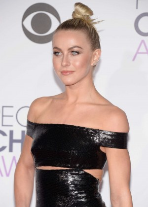 Julianne Hough - People's Choice Awards 2016 in Los Angeles