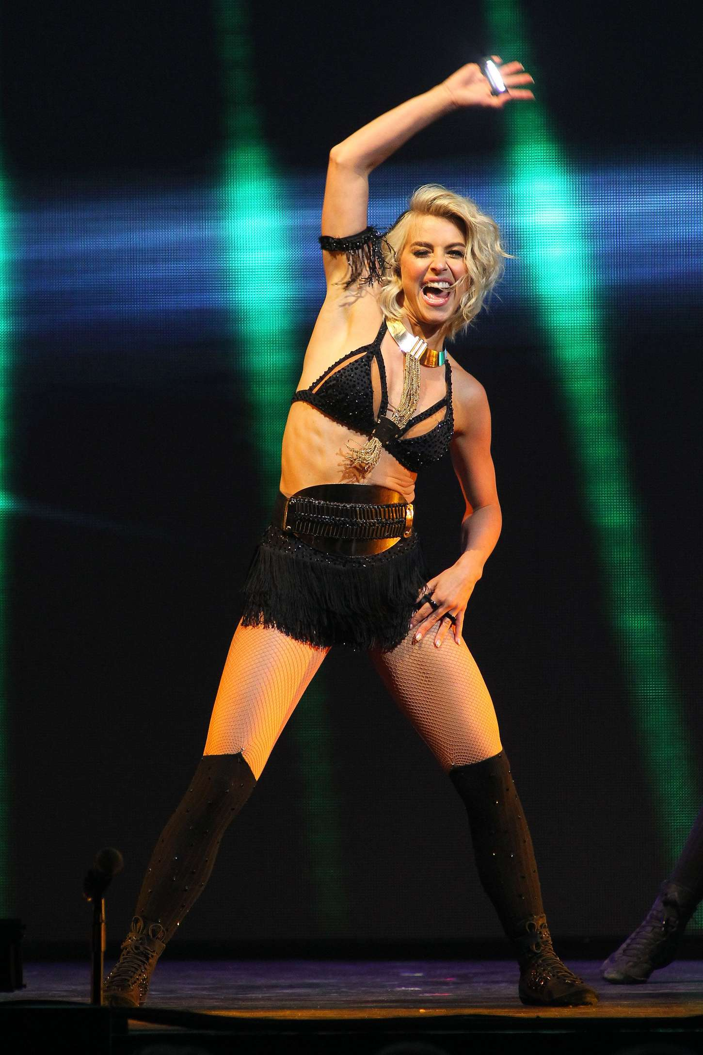 Julianne Hough 2015 : Julianne Hough: Performing at MOVE Live on Tour -23