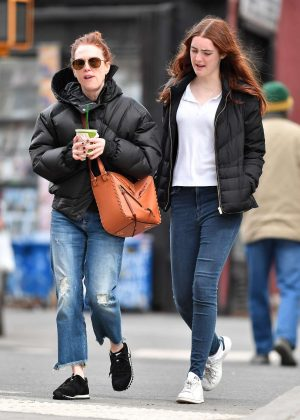 Julianne Moore and Liv Freundlich get a green drink in New York City