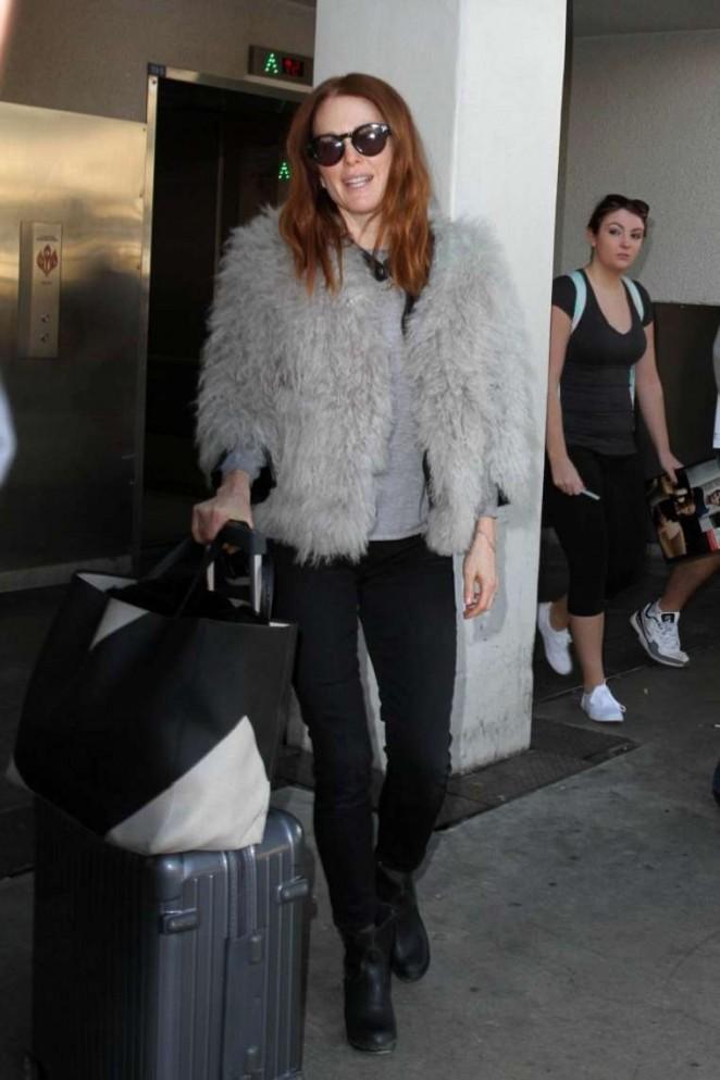 Julianne Moore - Arrives at Los Angeles International Airport