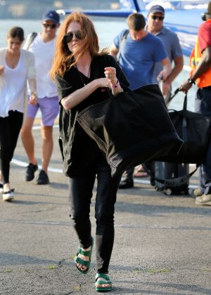 Julianne Moore - Arrives at the 30th Street Heliport from the Hampton in NYC