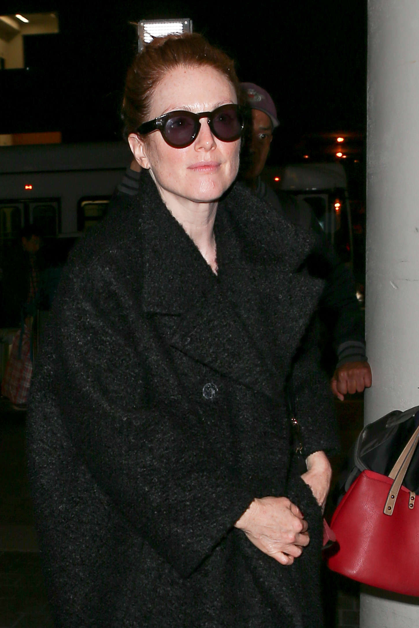 Julianne Moore - Arriving at LAX airport in Los Angeles