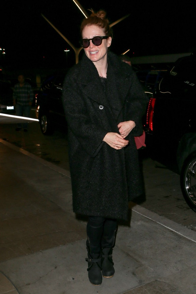 Julianne Moore – Arriving at LAX -03