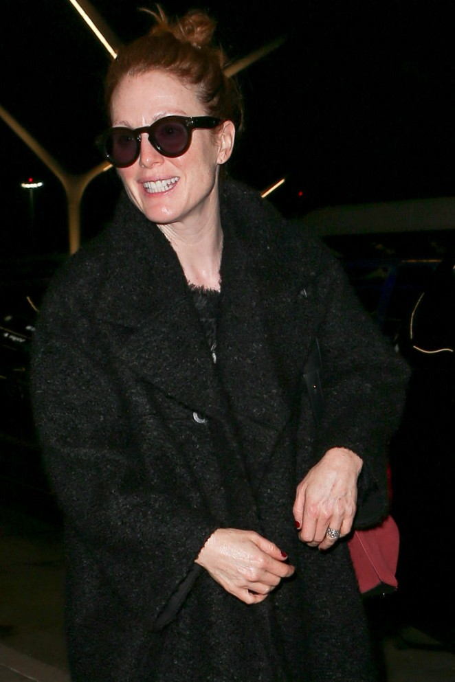 Julianne Moore – Arriving at LAX -05